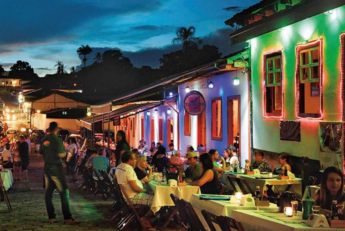 Prefeito de Pirenópolis libera reabertura de bares e restaurantes - via  @podergoias